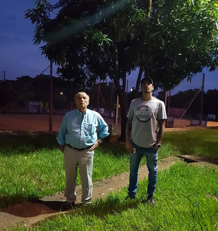 Omar e Juninho, semana passada, no poliesportivo do Zanaga