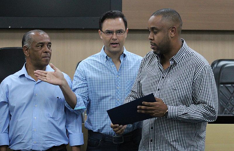 Thiago Brochi, ao centro, falou em coragem e vergonha na cara