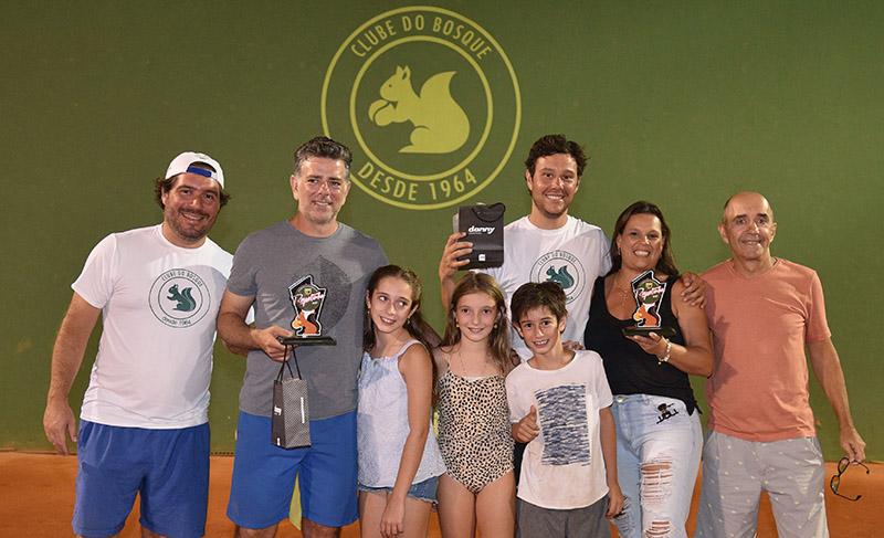 Guidolin e Caio, entre familiares e amigos, foram campeões na A
