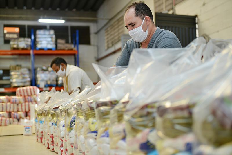 Pague Menos vai distribuir mais de 50 mil cestas básicas