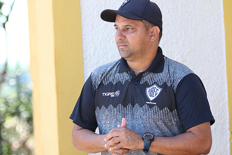 Raphael Pereira é gestor e técnico das categorias sub-15 e sub-17