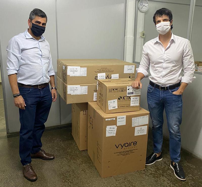 Gleberson Miano e Rafael Macris acompanharam chegada dos equipamentos
