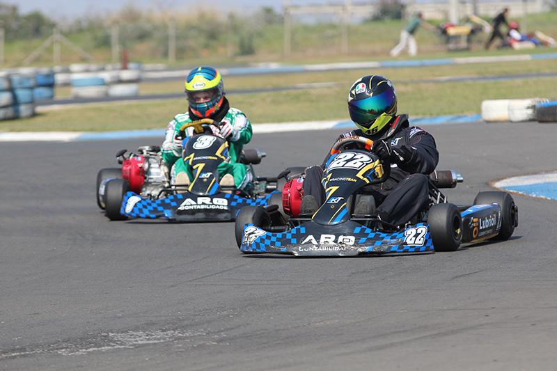 Gurga e Marcel travaram disputa intensa na primeira corrida