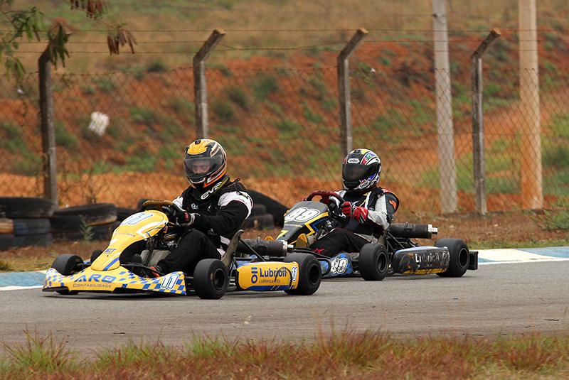 Pinotti e Kelé durante a corrida de abertura em Limeira