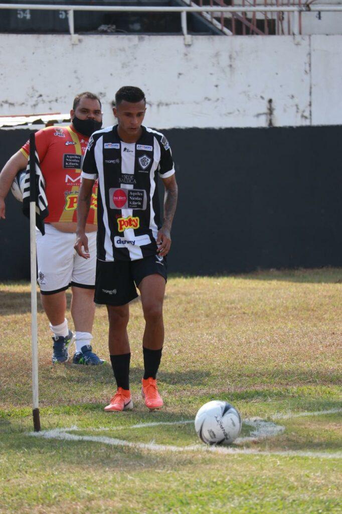 Thiaguinho  fez 2 gols