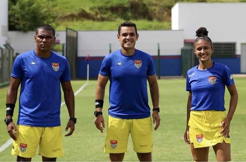 Dênis, Ricardo e Iza de Oliveira, em Porto Feliz: jogo de estreia
