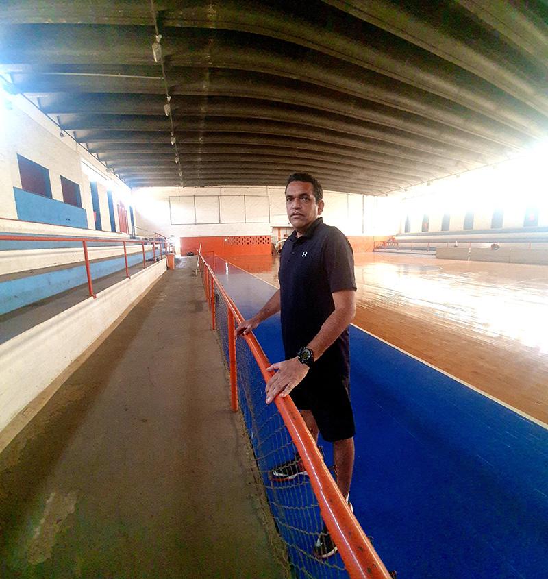 Elcio Rocca Ortiz no ginásio do Jardim São Pedro