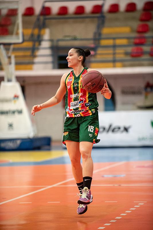 Débora Costa joga pelo Maranhão Basquete