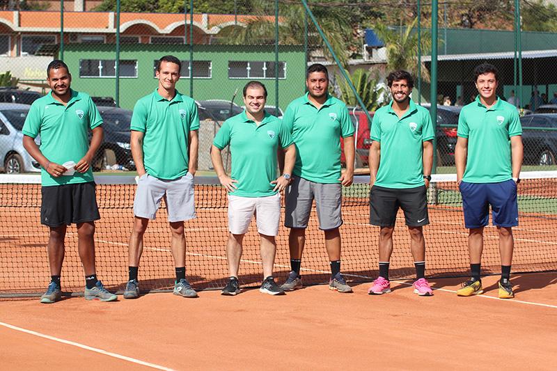 Batista, Bogo, Ricardo, Couto, Batagin e Beraldo em uma das novas quadras da academia